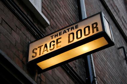 tour_stage_door